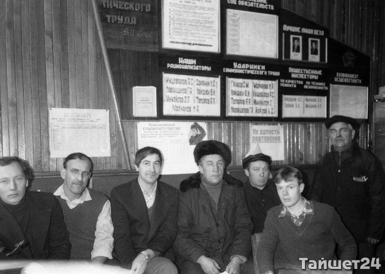 Второй слева Виктор Найдюк