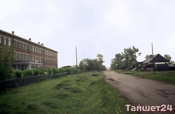 Улица имени Бича, командира партизанского отряда Шиткинского фронта, погибшего в боях с белогвардейцами в октябре 1919 г. Похоронен в городском парке.