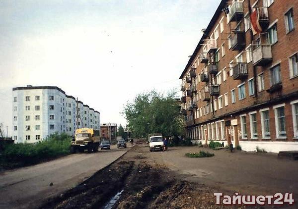 Улица Бурлова. Носит имя героя гражданской войны Н.А. Бурлова, уроженца села Бирюса.