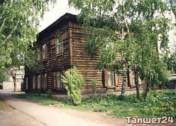 Улица Северо–Вокзальная, д.1. Двухэтажный деревянный жилой дом начала XX века, представляющий историко–архитектурную ценность.