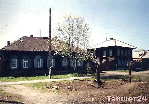 Два дома, сохранившиеся от бывшей усадьбы Томского лесопромышленника Жернакова, содержавшего лесопилку на территории городского парка.