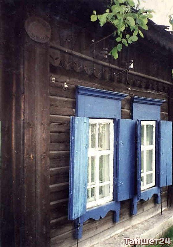 """Улица Матросова, д.12. Состоятельные люди страховали свои дома. На многих из них сохранились таблички с надписью """"Страховое общество """"Саламандра"""" 1846 г""""."""