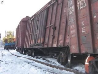 Грузовой поезд сошёл с рельсов в Иркутской области