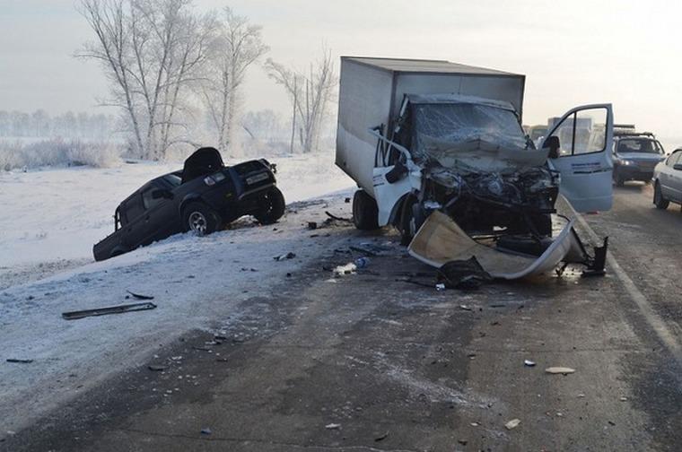 В новогодние праздники в ДТП в Тайшетском районе погиб один человек, по области — 16