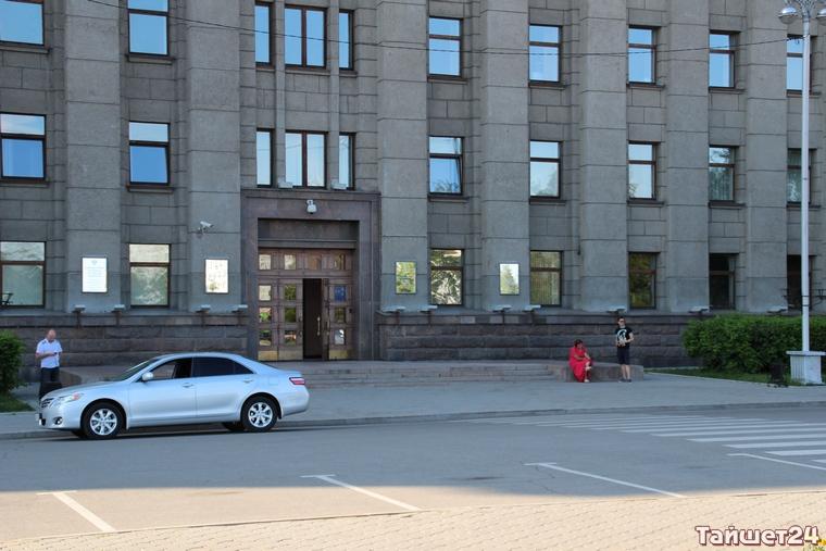 Фермер-«радикал» разбил пять окон в здании правительства Иркутской области