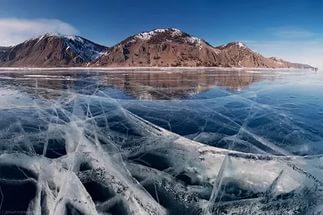 Женщина и 9-летняя девочка погибли в провалившейся под лёд машине на Байкале