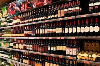 Депутаты предлагают запретить продажу спиртного в магазинах, расположенных в жилых домах