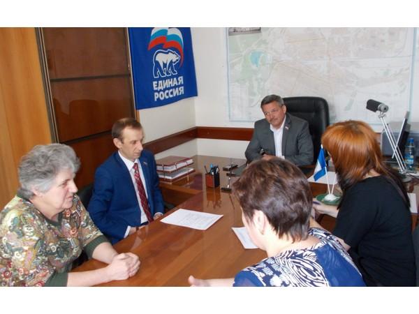 Содействие в ремонте здания двух общественных организаций оказывает Игорь Милостных