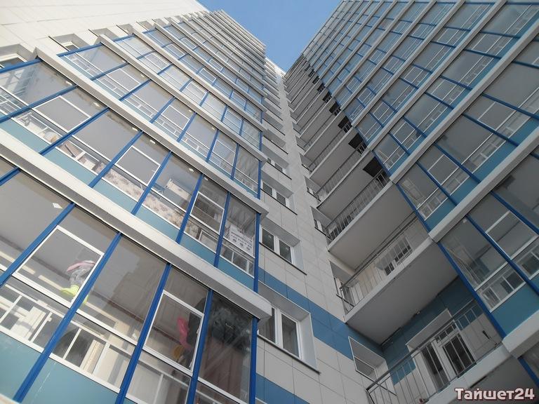 Из окон многоэтажек в Красноярске выпали двое мужчин