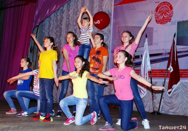В Тайшете приняли юбилейную эстафету флага «80 лет Службе движения»