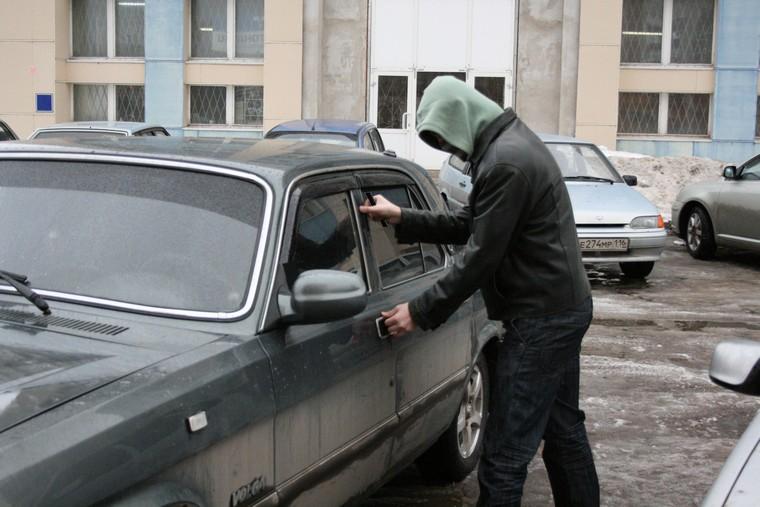 В Нижнеудинском районе полицейские раскрыли несколько краж из автомобилей и угон «Жигулей»