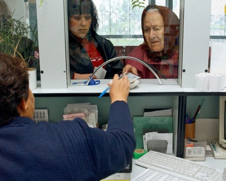 Пенсии повысят только после выборов в Госдуму