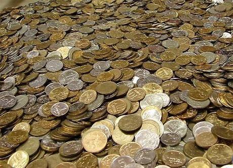 Пошутил: в Иркутской области должник вернул кредитору деньги 50-копеечными монетами