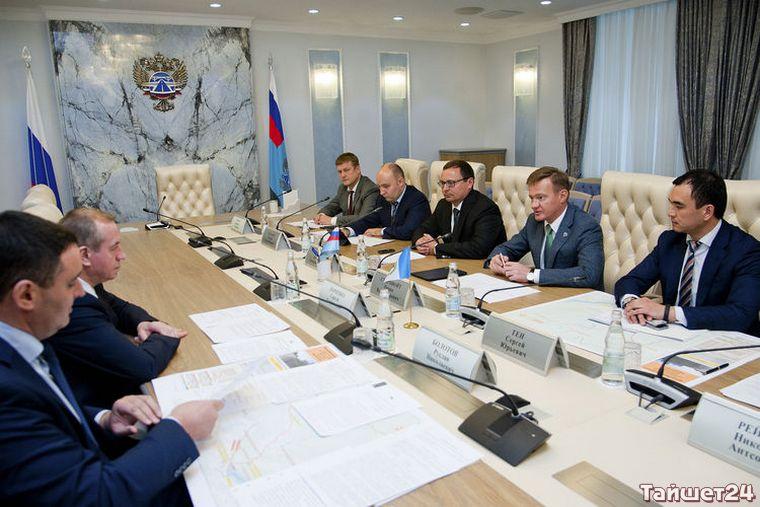 Сергей Тен обсудил дорожные проблемы области с губернатором Сергеем Левченко и руководством Росавтодора