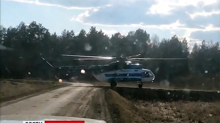 Вертолёт Ми-8 приземлился на автомобильную дорогу в Тайшетском районе
