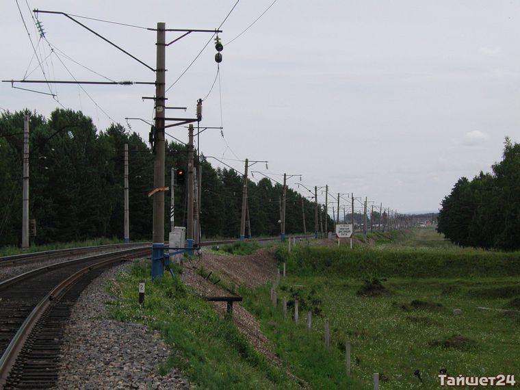 На ветке «Абакан-Тайшет» пассажирский поезд врезался в КамАЗ