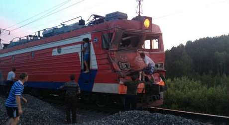Полиция возбудила уголовное дело в отношении водителя, допустившего столкновение со скорым поездом