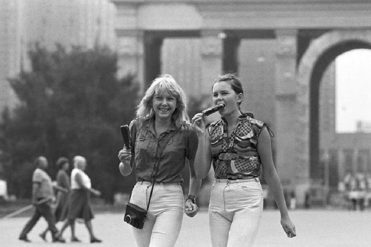 Либеральная молодёжь о СССР: рабский труд, вечные очереди и отсутствие нормальной одежды