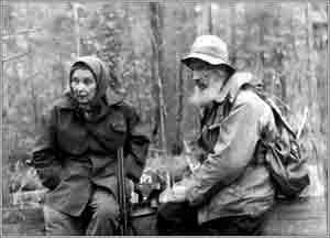Константин Дмитриевич Янковский со своей женой Еленой Владимировной в одном из путешествий в районе поселка Шиткино.
