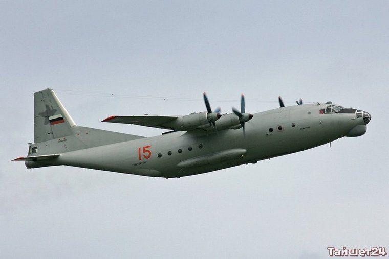 Самолёт АН-12.