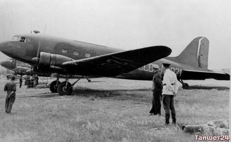 Самолёт ЛИ-2.
