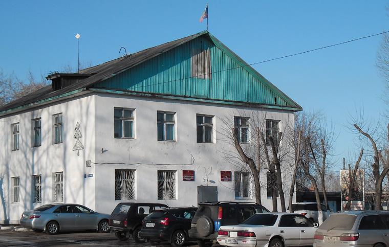 Здание администрации Бирюсинского городского поселения на полтора года стало местом средоточия локальных политических войн.