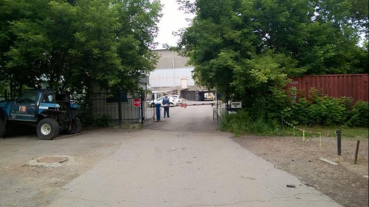 События развиваются за этими самыми воротами. Фото Андрея Щепина, IRK.RU.