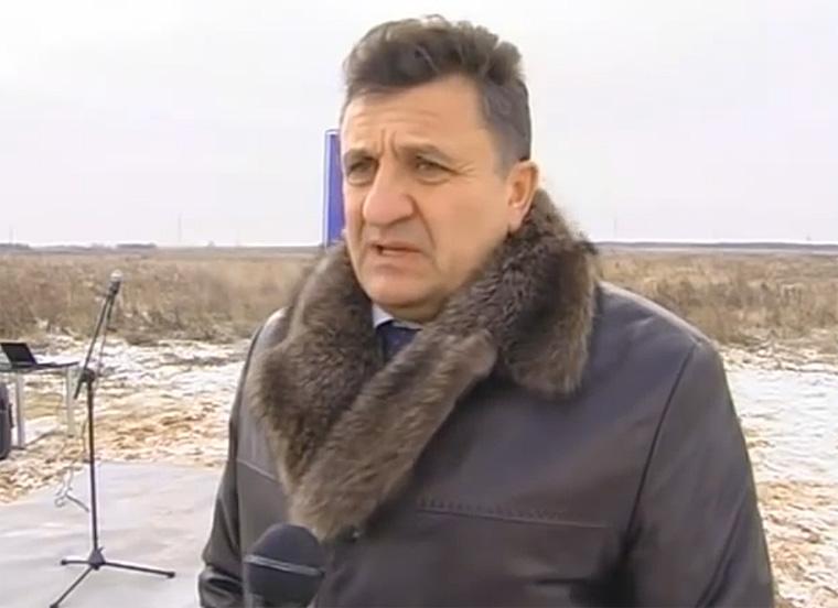 Владимир Сорокин во время закладки первого камня будущего свинокомплекса в 2012 году.