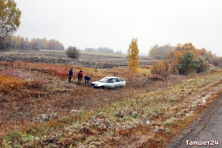 На трассе Тайшет-Старый Акульшет с дороги слетел ВАЗ-2112