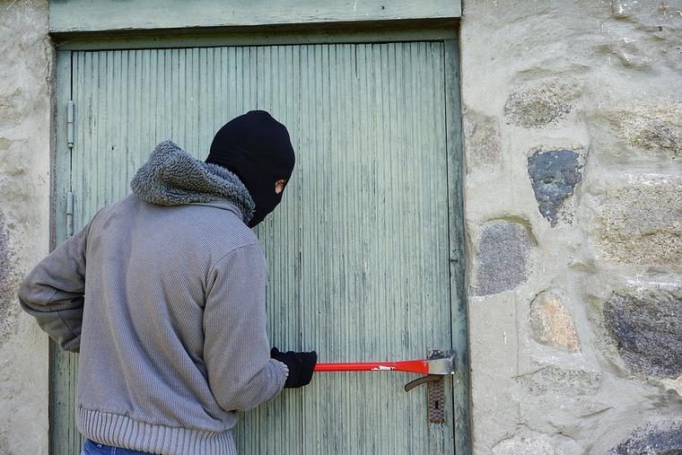 В Нижнеудинском районе сотрудники уголовного розыска по горячим следам раскрыли квартирную кражу