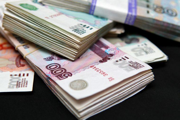 Больше всего в Иркутской области получают работники банков