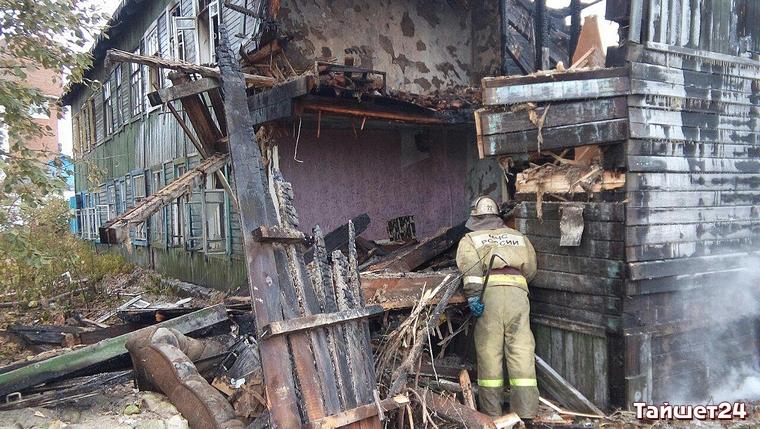 В Тайшете горела брошенная двухэтажка