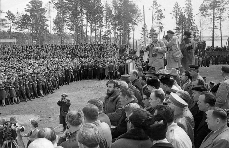 Фидель Кастро в Братске в 1963 году.