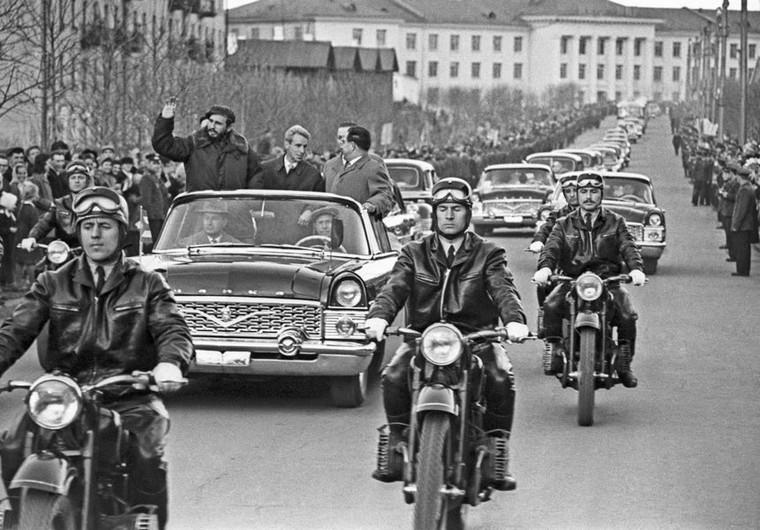 Фидель Кастро в Иркутске в 1963 году.