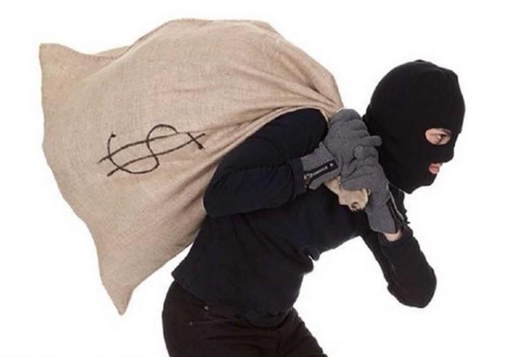 ВКрасноярске преступник соружием завечер напал надва банка