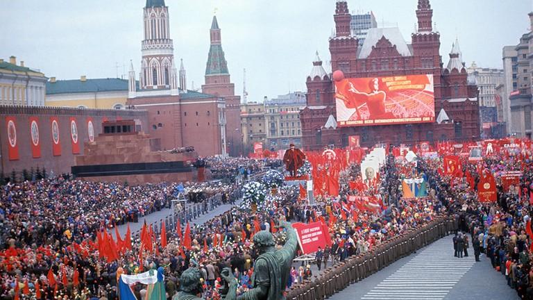 Первомай, День солидарности трудящихся либо Праздник весны итруда: история итрадиции