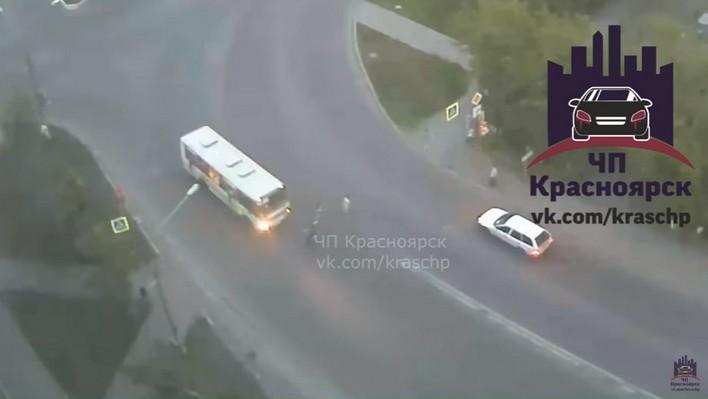 ВКрасноярске автобус насмерть сбил ребенка напешеходном переходе