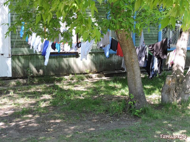 В 195 квартале бельё сушат прямо на улице