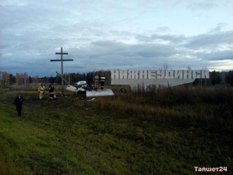 Шофёр «Жигулей» умер при столкновении состелой навъезде вНижнеудинск