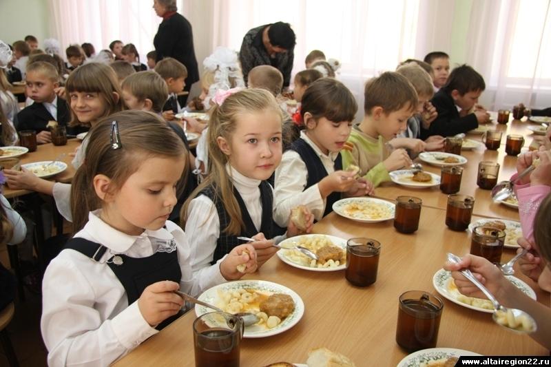 «Услышу голос каждого!» Питание детей в школах снова оценили в 15 рублей в день