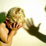 Красноярец сбросил трёхлетнего ребёнка с 4 этажаи отправился на нары