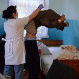 Путин напомнил властям регионов об увеличении зарплаты врачам
