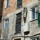 В Ангарске шестилетняя девочка выпала из окна второго этажа