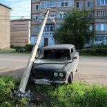 В Тайшете «Жигулёнок» уронил бетонный столб