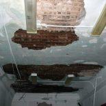 В Тайшетской поликлинике после мощного ливня обвалилась штукатурка