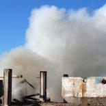 В Берёзовке 10 человек не смогли спасти от огня гараж, машину и трактор