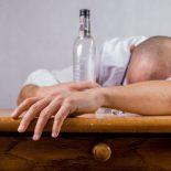 Каждый 10-й красноярец позволяет себе пить на работе