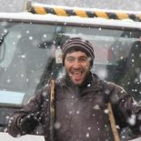 Рабочие в Иркутске укладывают асфальт, несмотря на снегопад. Фото, видео