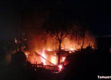 По улице Дзержинского в Тайшете сгорел дом