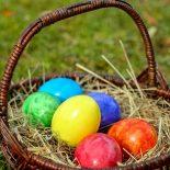 Когда и зачем нужно красить яйца на Пасху